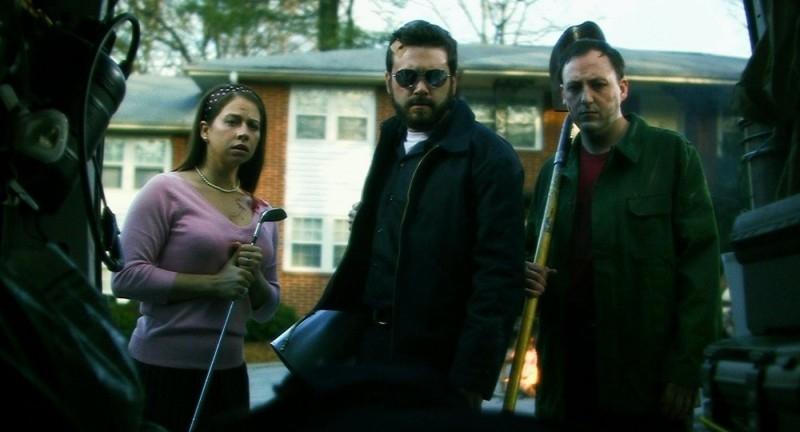 Cheri Christian, AJ Bowen e Scott Poythress in una scena del film The Signal