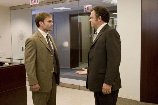 Seann William Scott con John C. Reilly in una scena del film The Promotion