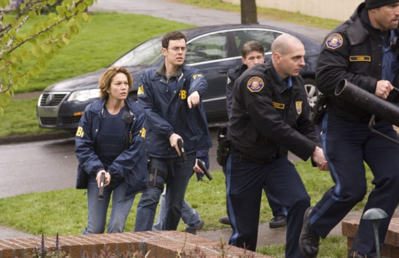 Diane Lane e Colin Hanks in una scena del film Nella rete del serial killer