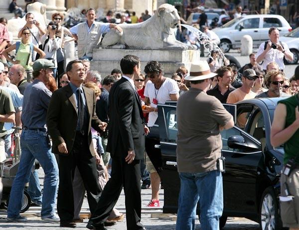 Folla di curiosi per le riprese a Piazza del popolo a Roma di Angeli e Demoni con Tom Hanks