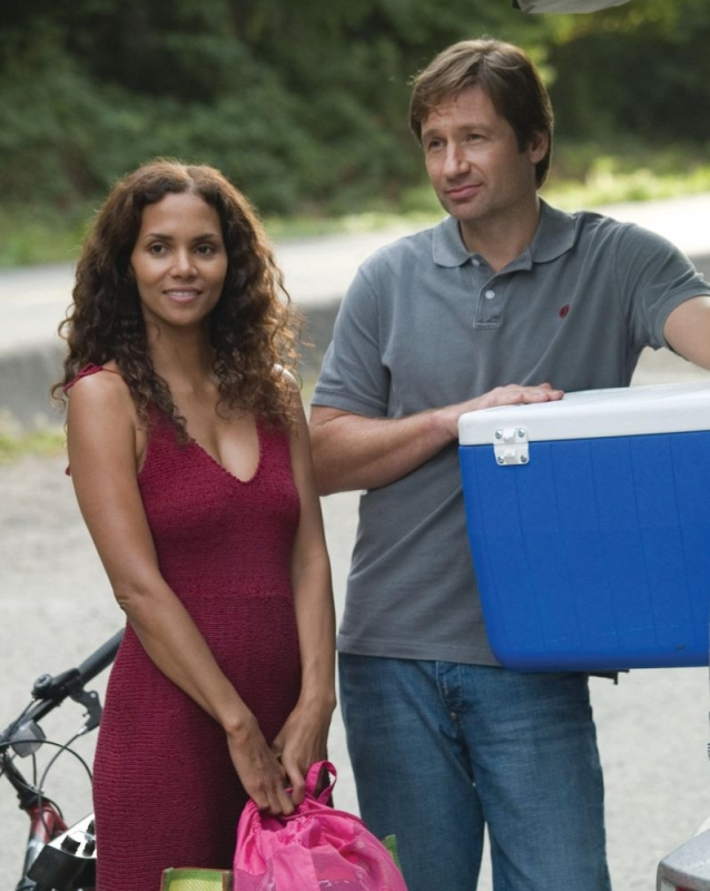 halle berry e david duchovny in una scena di noi due