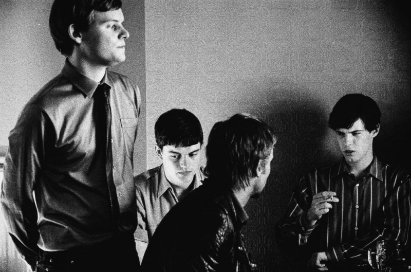 Harry Treadaway, Sam Riley, Joe Anderson e James Anthony Pearson in una scena del film Control