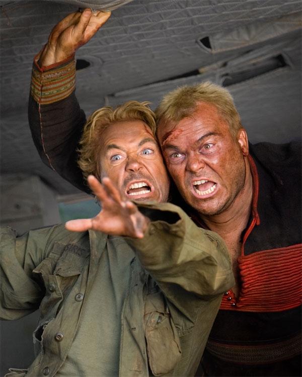 Robert Downey Jr. e Jack Black in una scena del film Tropic Thunder