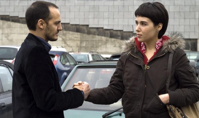 Fabrizio Rongione e Arta Dobroshi in una scena del film Le silence de Lorna