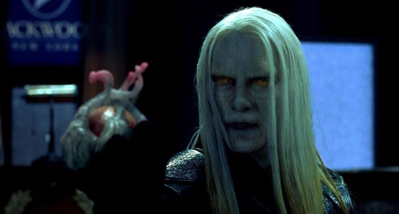 Luke Goss nei panni del principe Nuada in una scena di Hellboy 2