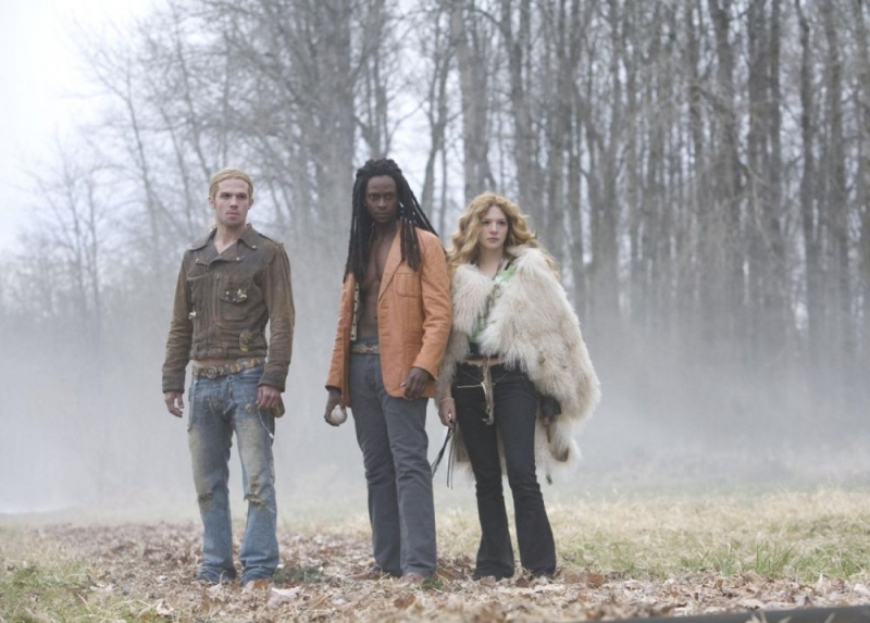 Cam Gigandet, Edi Gathegi e Rachelle Lefevre in una sequenza di Twilight.