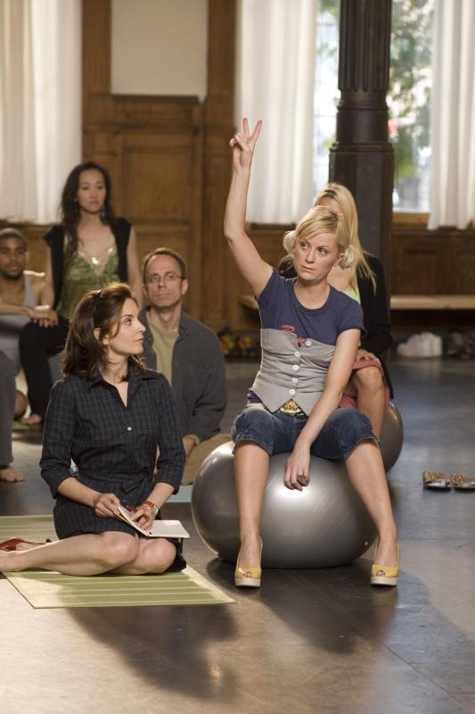 Tina Fey e Amy Poehler in una scena di Baby Mama