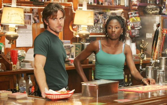 Rutina Wesley e Sam Trammell in una scena di True Blood