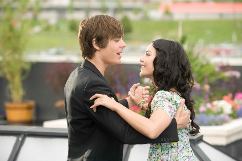 Zac Efron e Vanessa Anne Hudgens in una scena di High School Musical 3: Senior Year