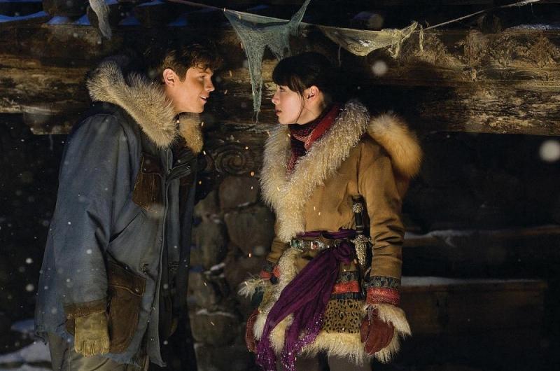 Luke Ford e Isabella Leong in una sequenza del film La mummia 3