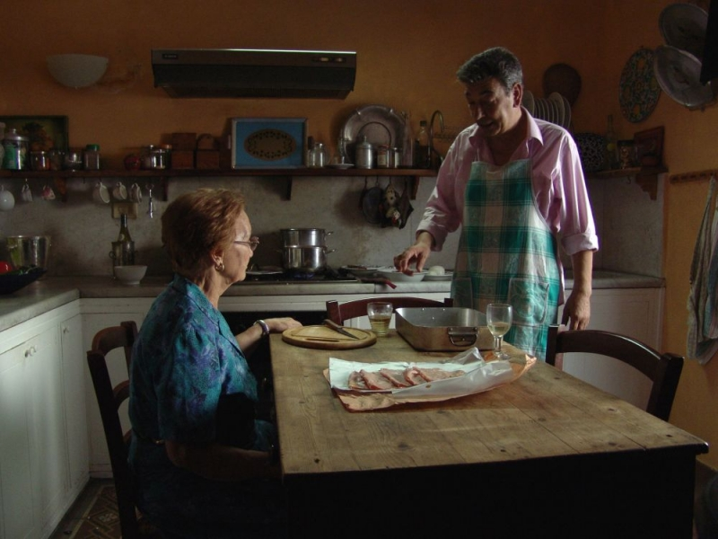 Gianni Di Gregorio in una sequenza del film Pranzo di Ferragosto