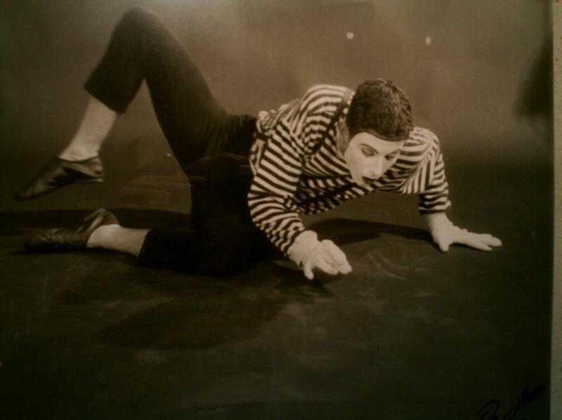 Adriano Braidotti in un'immagine di uno spettacolo teatrale