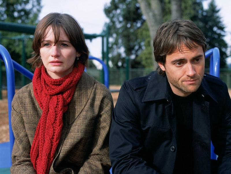 Emily Mortimer e Stuart Townsend in una scena del film Chaos Theory