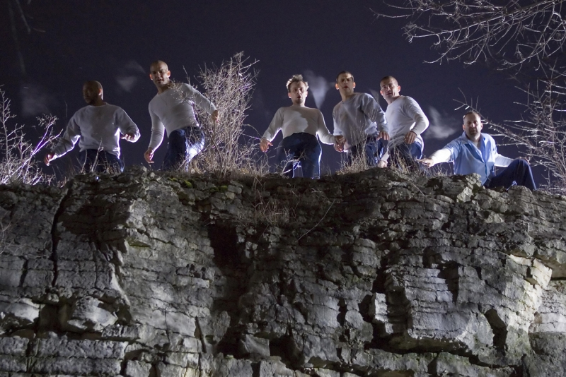 La banda di evasi della serie Prison Break nell'episodio 'L'ultimo miglio': Wentworth Miller, Dominic Purcell, Amaury Nolasco, Peter Stormare, Rockmond Dunbar e Robert Knepper