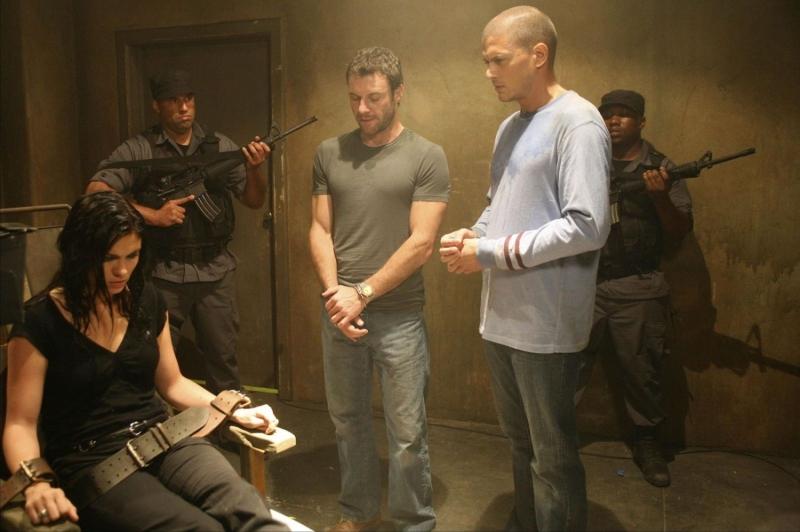 Jodi Lyn O'Keefe insieme a Chris Vance e Wentworth Miller in un momento dell'episodio 'Pioggia di polvere' della serie Prison Break