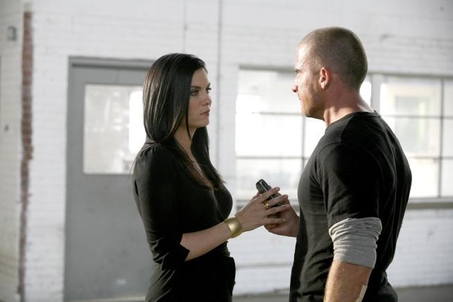 Jodi Lyn O'Keefe interpreta il ruolo di Susan B. Anthony, qui insieme a Dominic Purcell in una scena dell'episodio 'Fuori in 30 secondi' della serie Prison Break