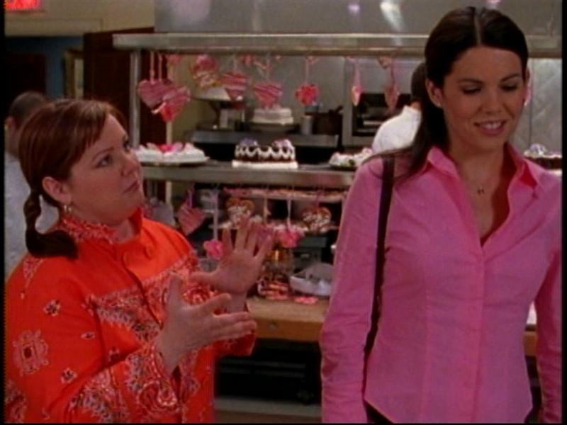 Melissa McCarthy insieme a Lauren Graham nella serie tv Una mamma per amica, episodio: La Festa di Fidanzamento