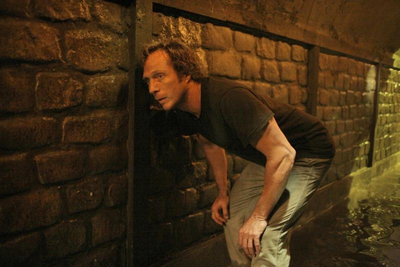 William Fichtner nel ruolo di Alexander Mahone, un agente corrotto nemico di Michael Scofield nella serie tv Prison Break, episodio: Sete