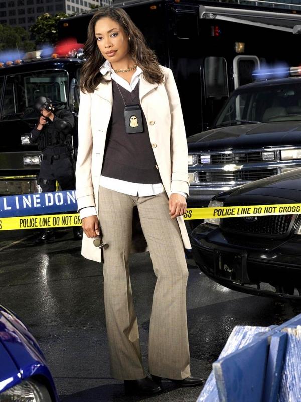Gina Torres in un'immagine promozionale di Standoff