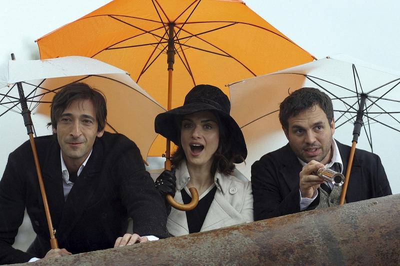 Adrien Brody, Rachel Weisz e Mark Ruffalo in una scena del film The Brothers Bloom