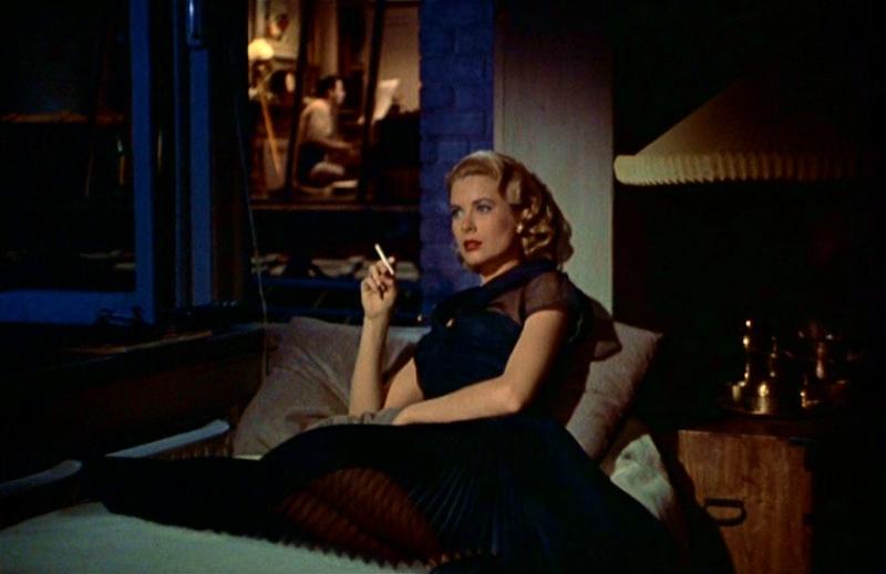 Grace Kelly in una delle sue mise in La finestra sul cortile