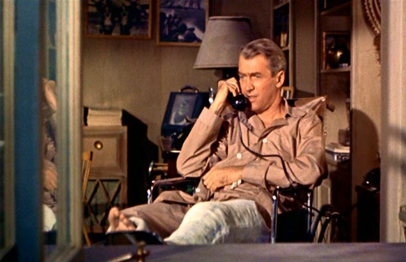 James stewart al telefono in una scena di la finestra sul cortile 86205 - Alfred hitchcock la finestra sul cortile ...