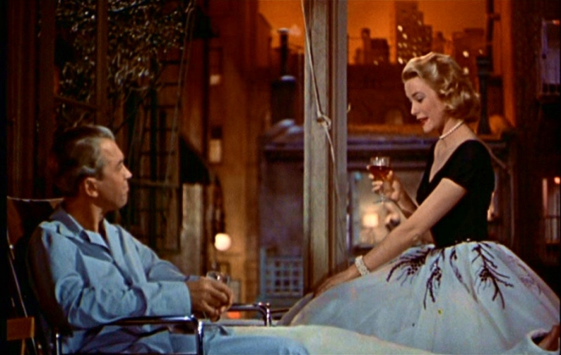 Una conversazione tra james stewart e grace kelly in una scena di la finestra sul cortile 86211 - La finestra sul cortile film ...
