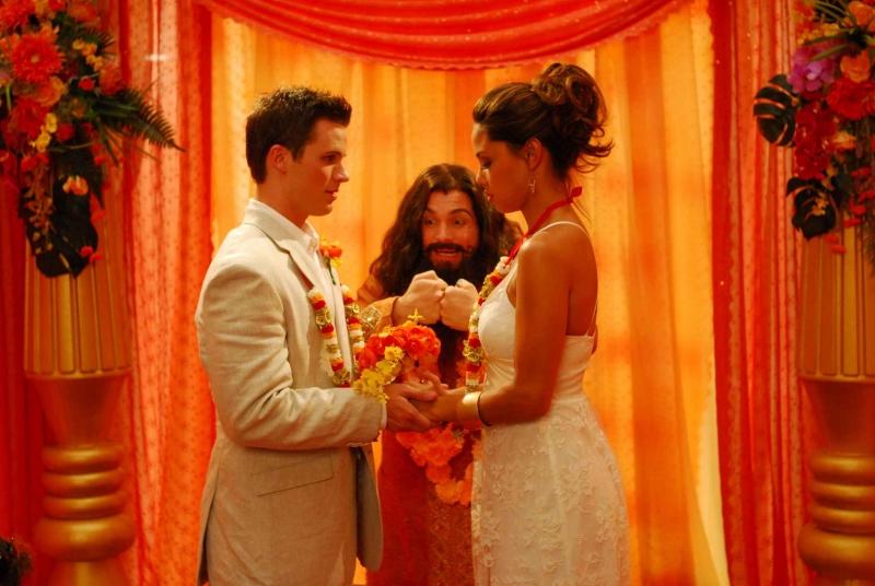 Matt Lanter e Vanessa Minnillo in una scena del film Disaster Movie