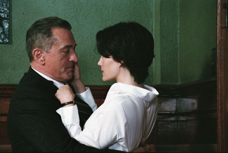 Robert De Niro e Carla Gugino in una scena del film Sfida senza regole - Righteous Kill