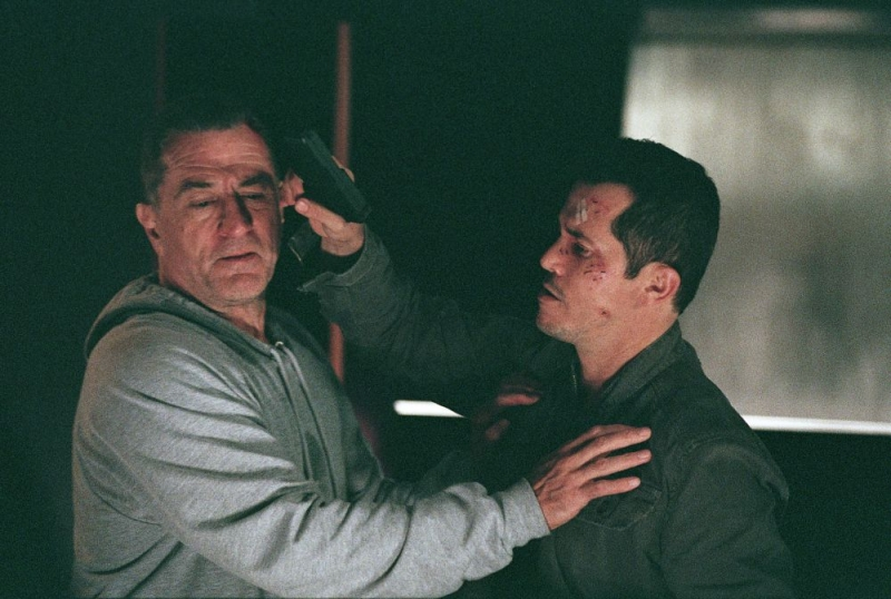 Robert De Niro e John Leguizamo in una sequenza del film Sfida senza regole - Righteous Kill