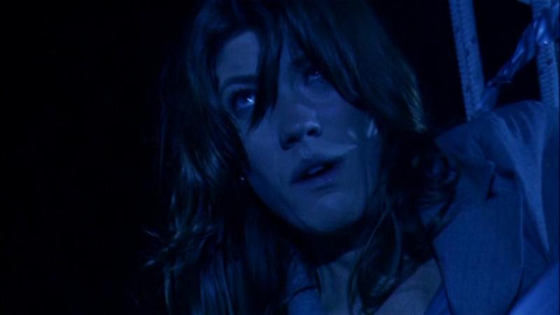 Jennifer Carpenter in una scena del finale della prima stagione di Dexter, episodio intitolato 'Nato libero'