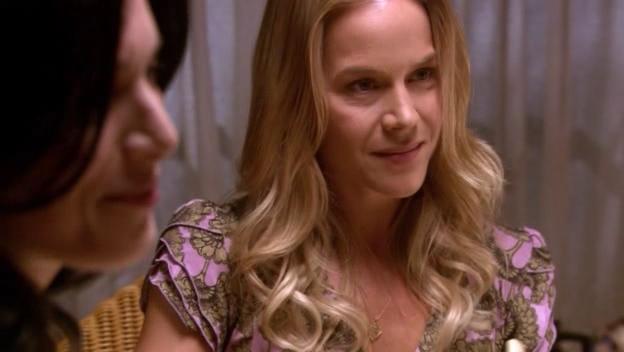 Rita Bennet, interpretata da Julie Benz, durante una scena dell'episodio 'Dex, Lies & Videotapes' della serie tv Dexter
