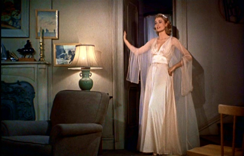 Grace Kelly in una scena de La finestra sul cortile