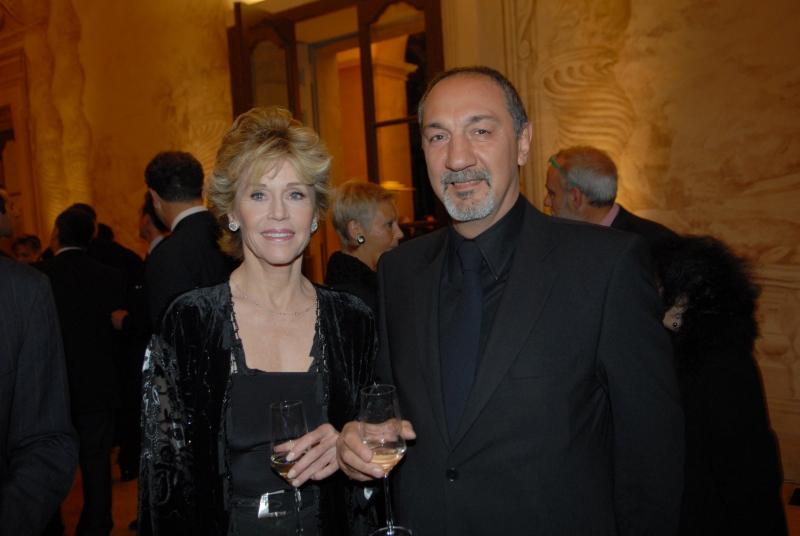 Jane Fonda e lo scenografo Enzo De Camillis alla Mostra degli Scenografi e Costumisti