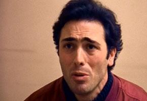 Sergio Sivori in una scena tratta da un episodio della seconda stagione de Il Maresciallo Rocca