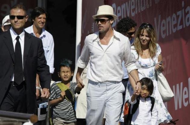 Venezia 2008: Brad Pitt arriva in laguna con due dei suoi figli