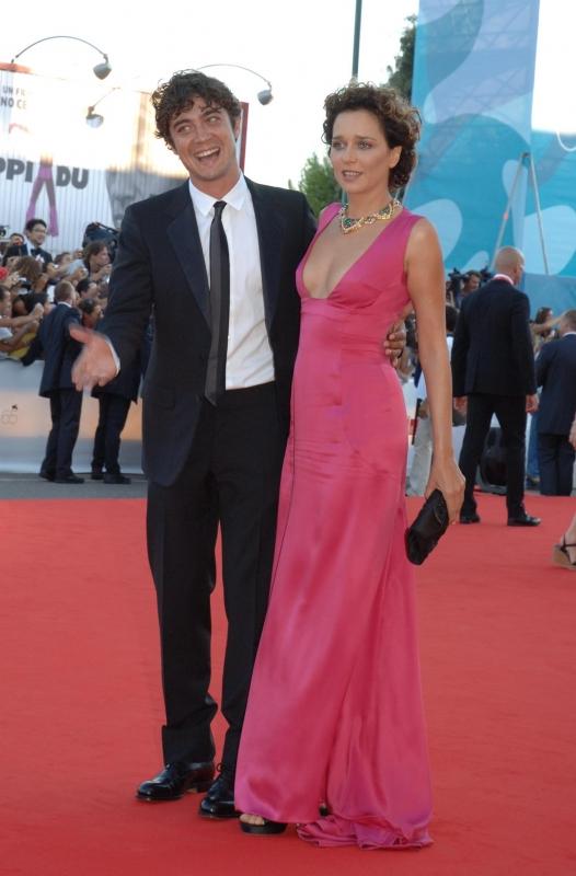 Mostra del Cinema 2008: la bella Valeria Golino accanto a Riccardo Scamarcio
