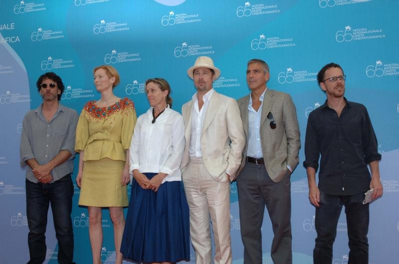Venezia 2008: Il cast di 'Burn After Reading' - Clooney, Pitt, Tilda Swinton e la McDormand - con i fratelli Coen