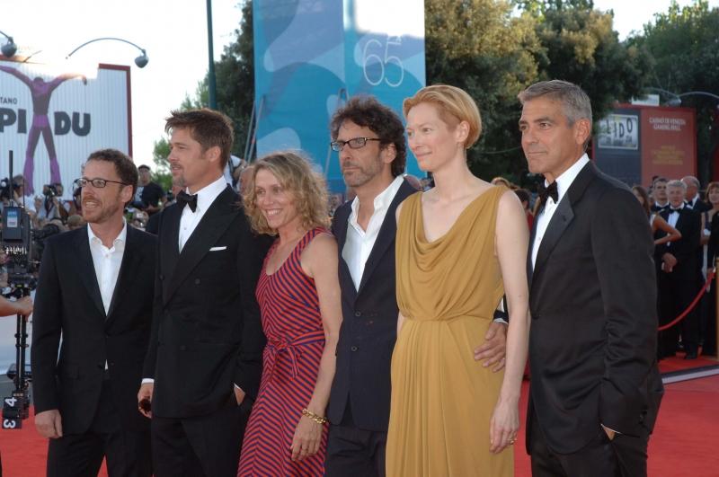 Venezia 2008: Il cast di 'Burn After Reading' - Clooney, Pitt, Tilda Swinton e la McDormand - con i fratelli Joel e Ethan Coen