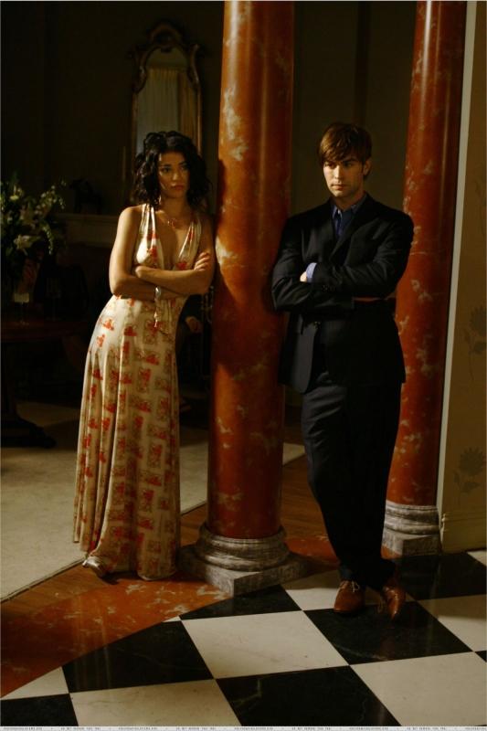 Chace Crawford insieme a Jessica Szohr in un momento dell'episodio 'The Dark Night' della serie Gossip Girl