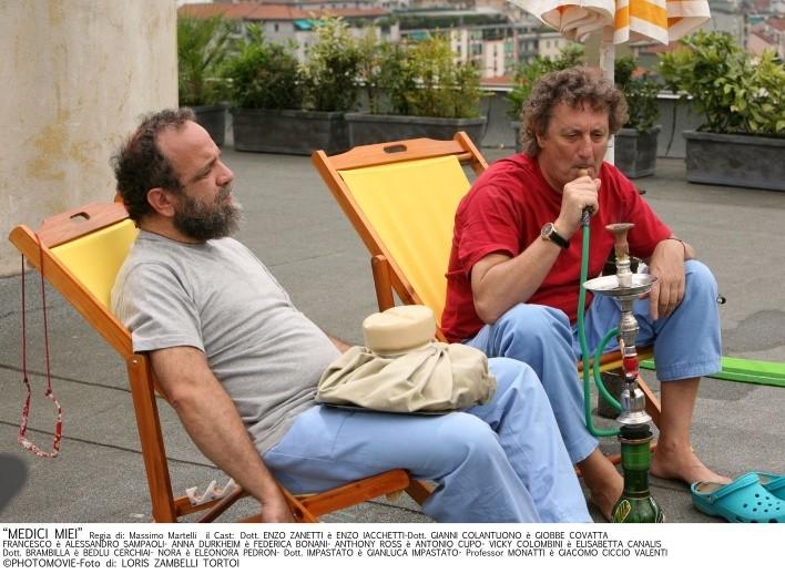 Enzo Iacchetti e Giobbe Covatta in un'immagine della serie Medici Miei