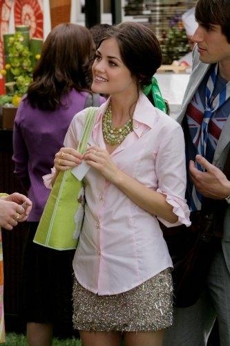 Lucy Hale nel terzo episodio della prima stagione di 'Privileged'