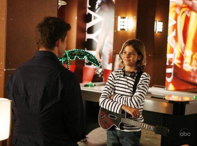 Julian De La Celle in un momento dell'episodio 'Filing for the Enemy' della serie Ugly Betty