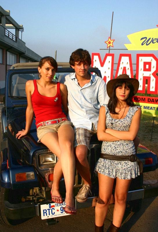 Elisa Sensi, Marco Martini e Rossella Caiani in un'immagine promo del film IN THE MARKET