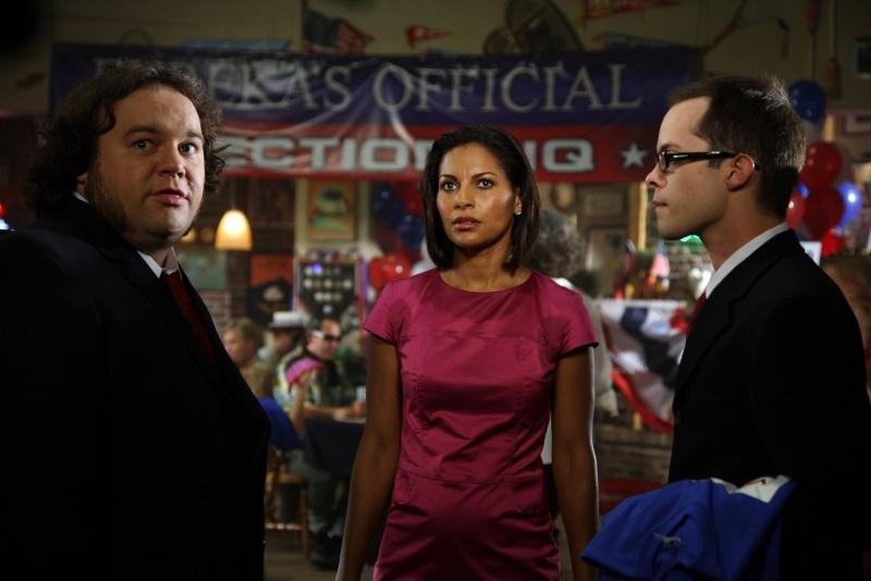 Salli Richardson insieme a Chris Gautier nell'episodio 'Here come the suns' della serie tv Eureka