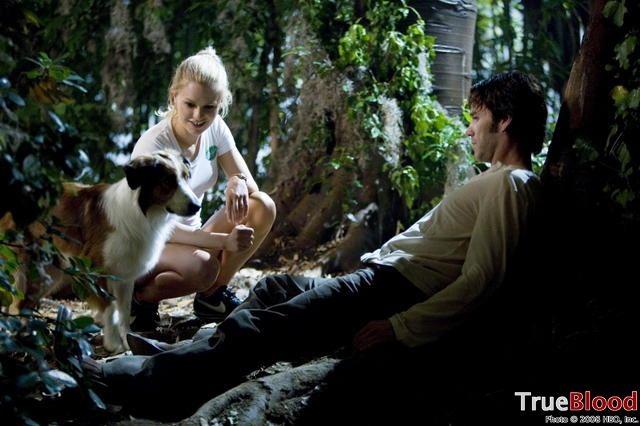 Anna Paquin e Stephen Moyer in una scena della prima stagione di True Blood