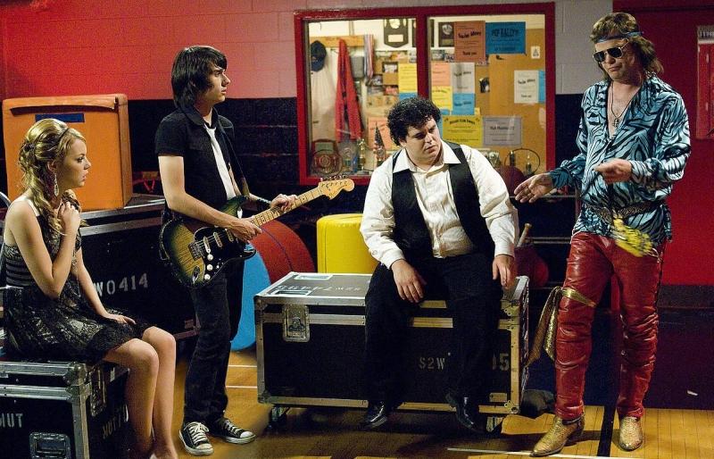 Emma Stone, Teddy Geiger, Rainn Wilson e Josh Gad in una scena di The Rocker - Il batterista nudo