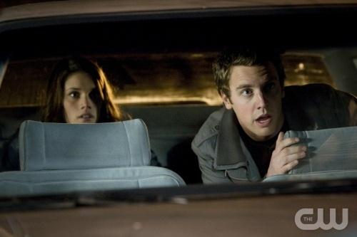 Missy Peregrym e Bret Harrison in una scena dell'episodio Tranelli della serie TV Reaper