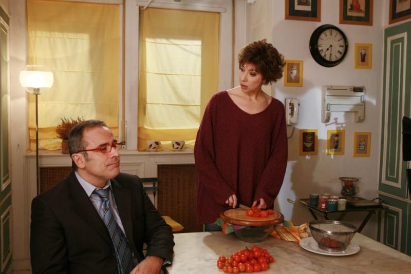 Veronica Pivetti con Enzo De Caro in una scena della fiction Provaci ancora Prof! 3