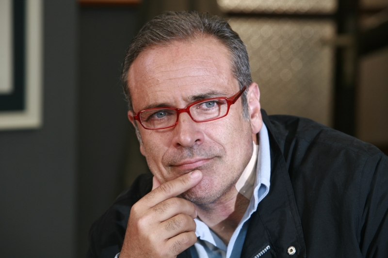 Enzo De Caro in un'immagine promozionale della serie Provaci ancora Prof! 3